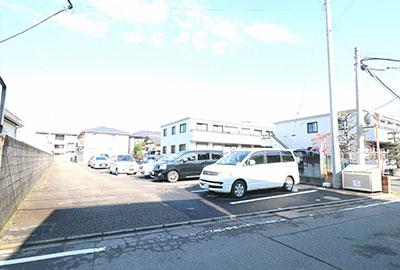 209LUCE駐車場-1